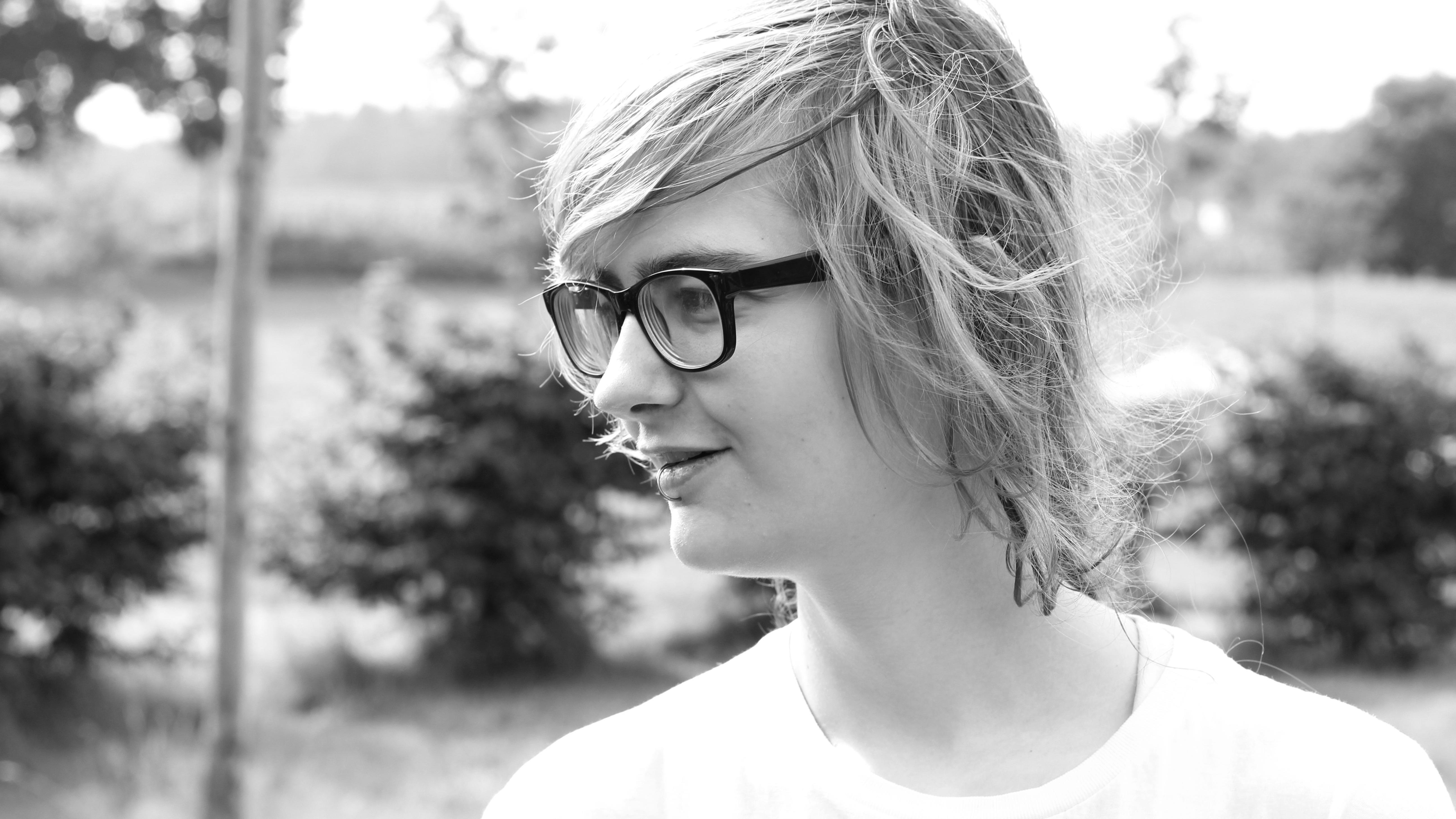 Foto von Yuri in Graustufen